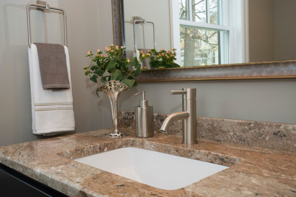 Handles Vs. Knobs: Which Faucet Systems Last Longer?